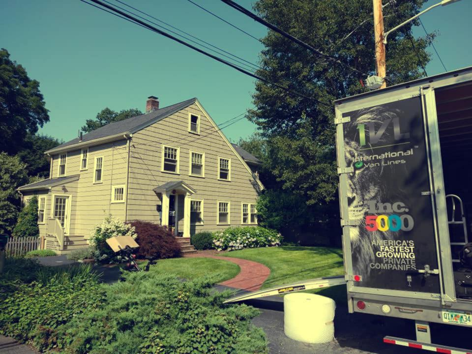 Find the best national moving companies and their ratings